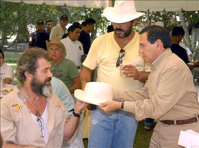 mel-gibson-panama-project-new-3-7-07.jpg