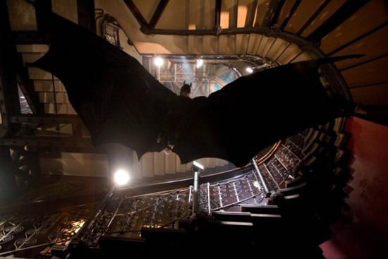 aaron-eckhart-batman-begins-2-16-07.jpg