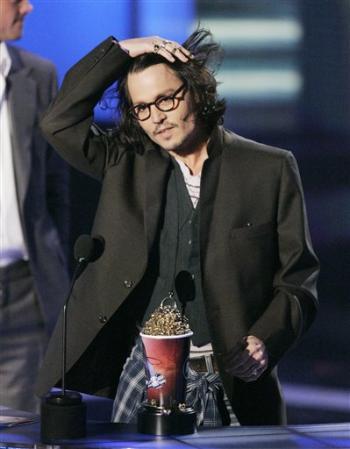 johnny-depp-2007-mtv-movie-awards-6-4-07.jpg
